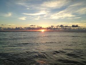 西表島 宇那利崎の浜辺より 夕日